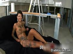 Sexy tattooed babe gets horny showing part1