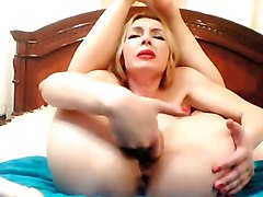 flexible russian milf cums and squirts on cam