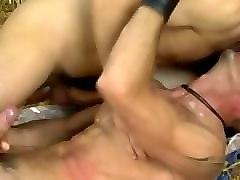 porno-roliki-vilizivaet-spermu