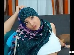teaser muslim gal_with nice tits and fat ass